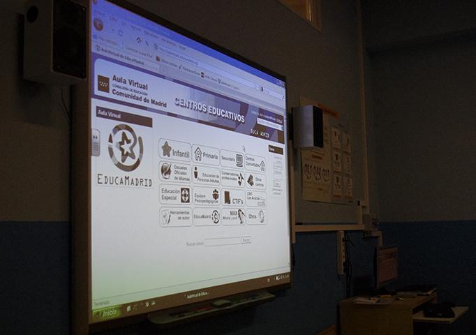 Pizarra digital (una por aula en el colegio)