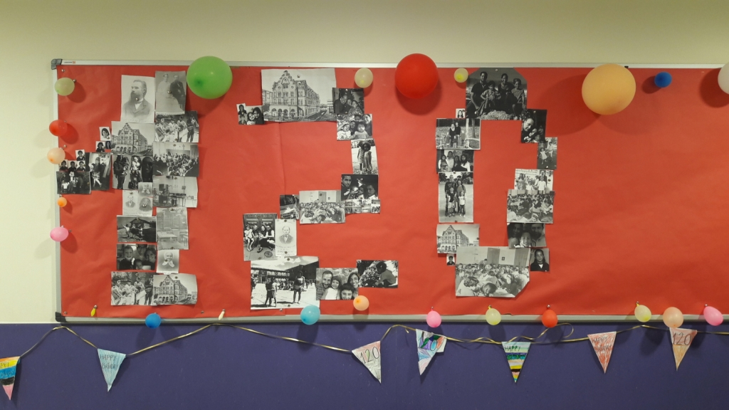Decoración Del Colegio En Su 120 Aniversario