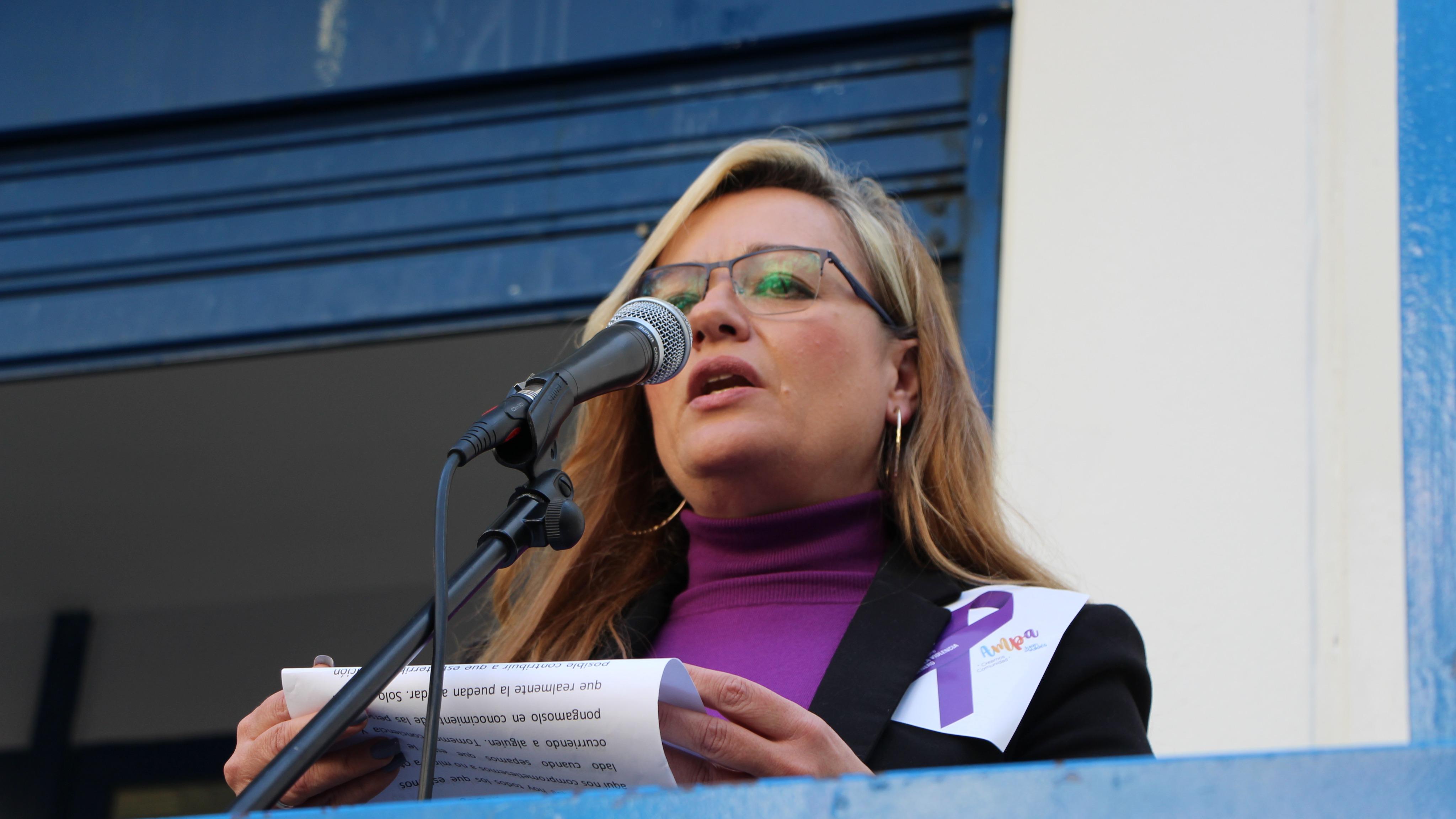 Un manifiesto, una canción por las víctimas y testimonios en el #25N