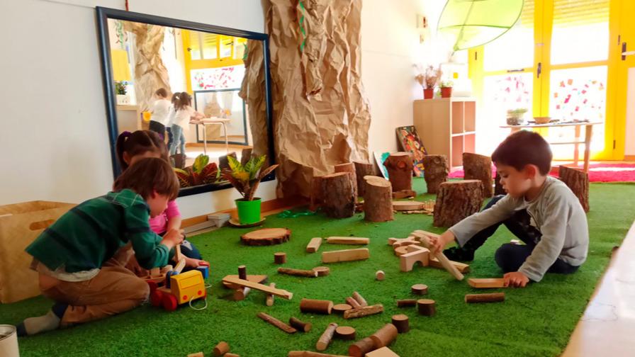 Aula Atelier NATURALEZA con los niños de 4 años de Infantil