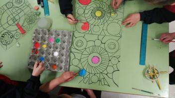 Los alumnos de 2º de primaria están trabajando la Grecia Antigua y la época Medieval