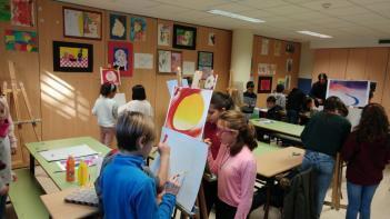 Los alumnos de 6º de primaria ha realizado un taller sobre la vida y obra de la artista Georgia O'Keeffe