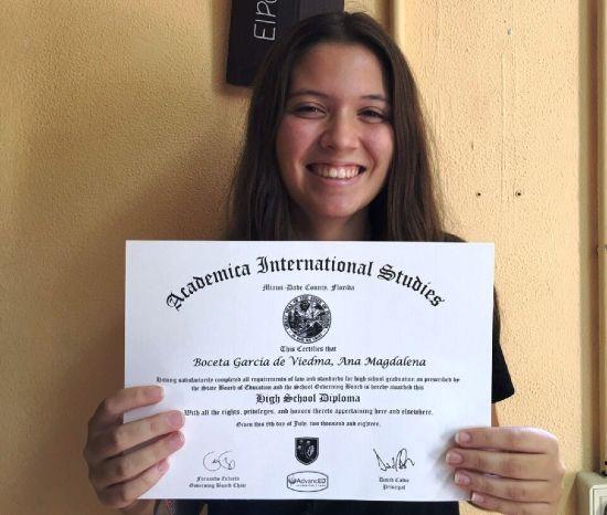 Alumna de El Porvenir graduada en Bachillerato
