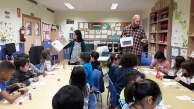 Cuentacuentos en inglés en la biblioteca escolar