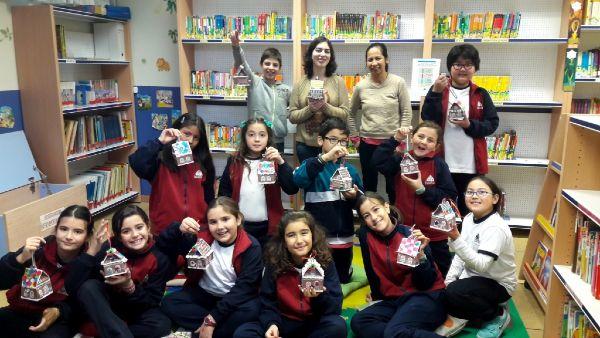 Taller casas de jenjibre en la biblioteca escolar