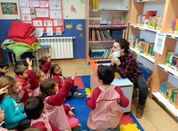 Los alumnos de 5 años han venido a conocer la biblioteca ¡por primera vez!