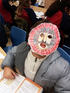 Taller la máscara del león