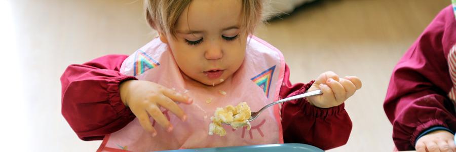 También trabajamos la autonomía en la alimentación y en las relaciones sociales