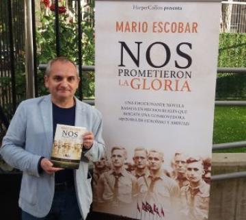 Mario Escobar presenta la poderosa seducción que el régimen nazi ejerció sobre las generaciones más jóvenes