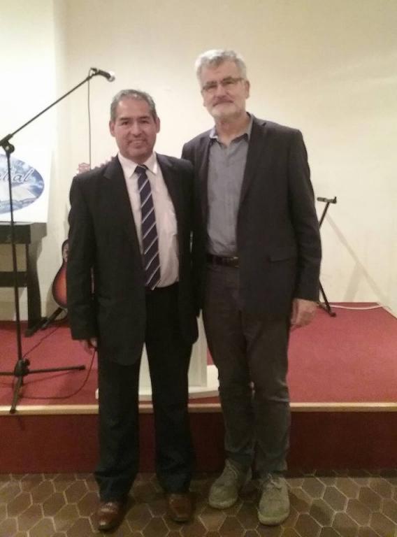 Foto del pastor con el conferenciante