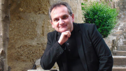 Firma de libros del escritor Mario Escobar